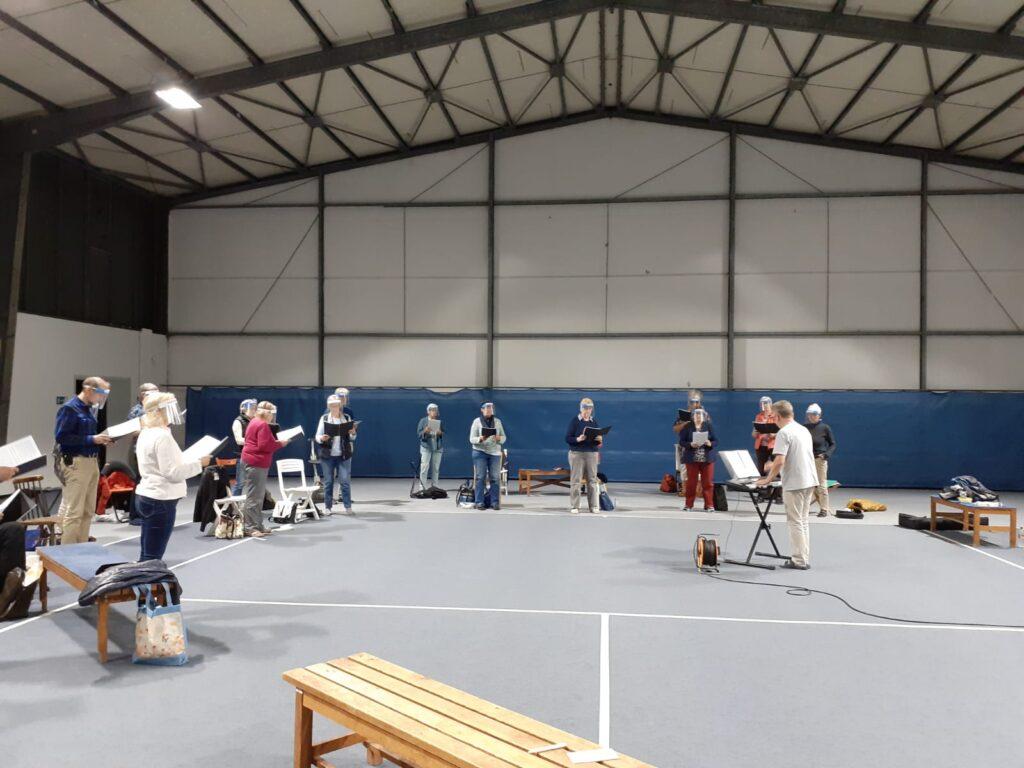 Eine ganz neue Erfahrung-Proben in einer Tennishalle